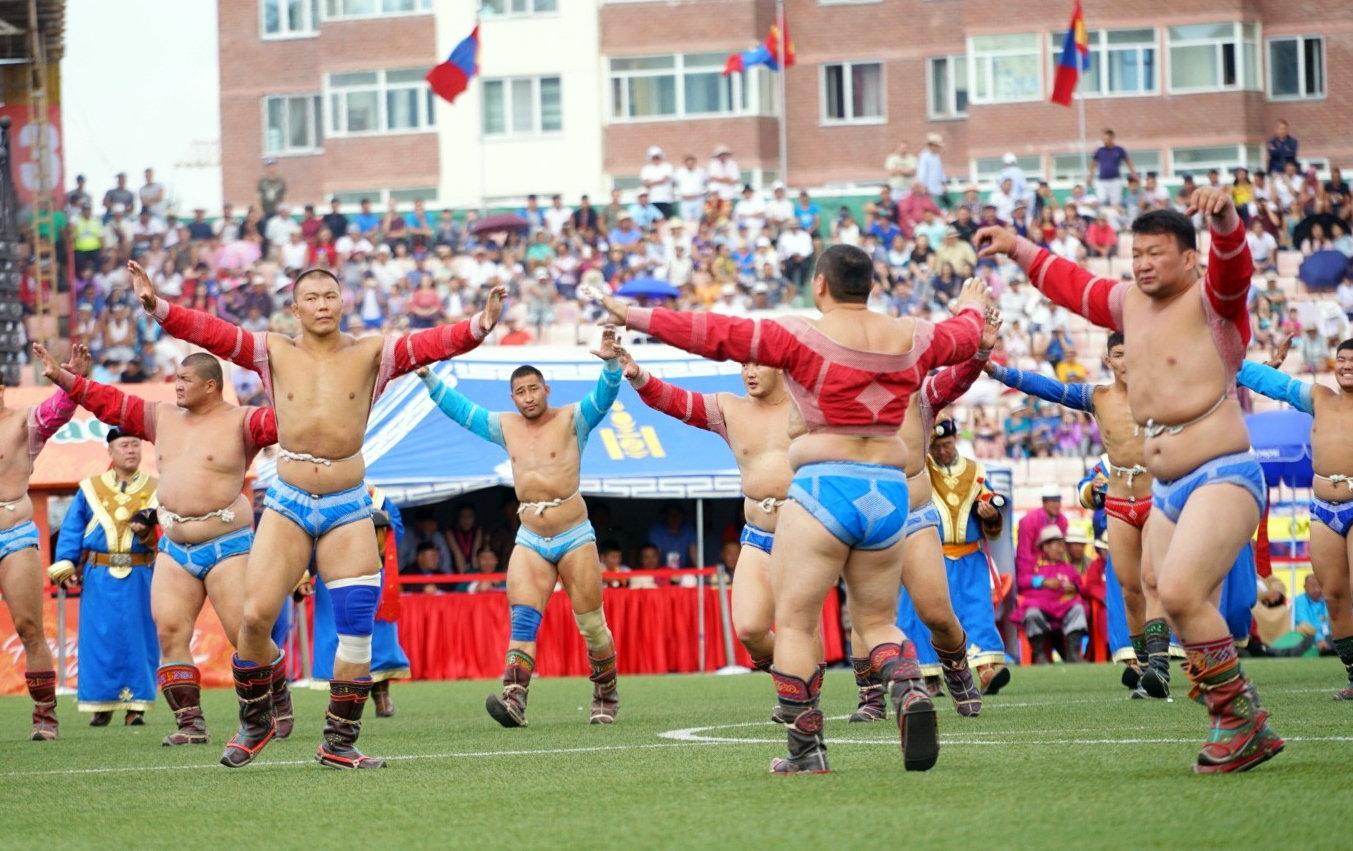 Монгол бөхийн эргэн тойронд
