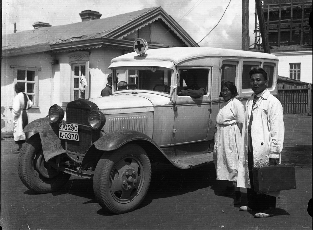 Монголчуудад үзүүлсэн Зөвлөлтийн эмч нарын эрүүл мэндийн тусламж /Ховор зургууд/
