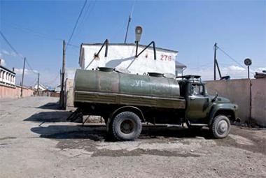 Баянхонгор аймгийн иргэд литр усыг 18 төгрөгөөр авч байна