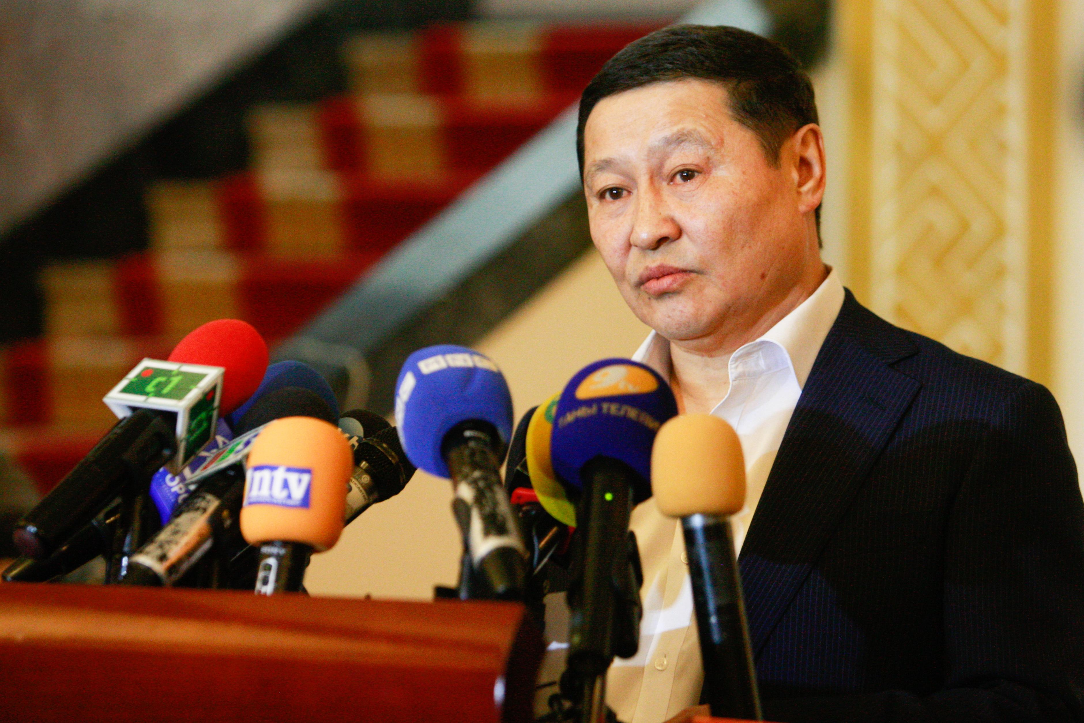 Н.Алтанхуяг: Би яахав ээ цаана чинь Монгол Улсын асуудал хэцүү байна