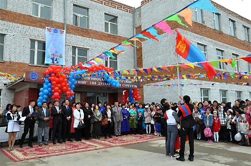 105 сургуульд Хятад багш нар амьдардаг