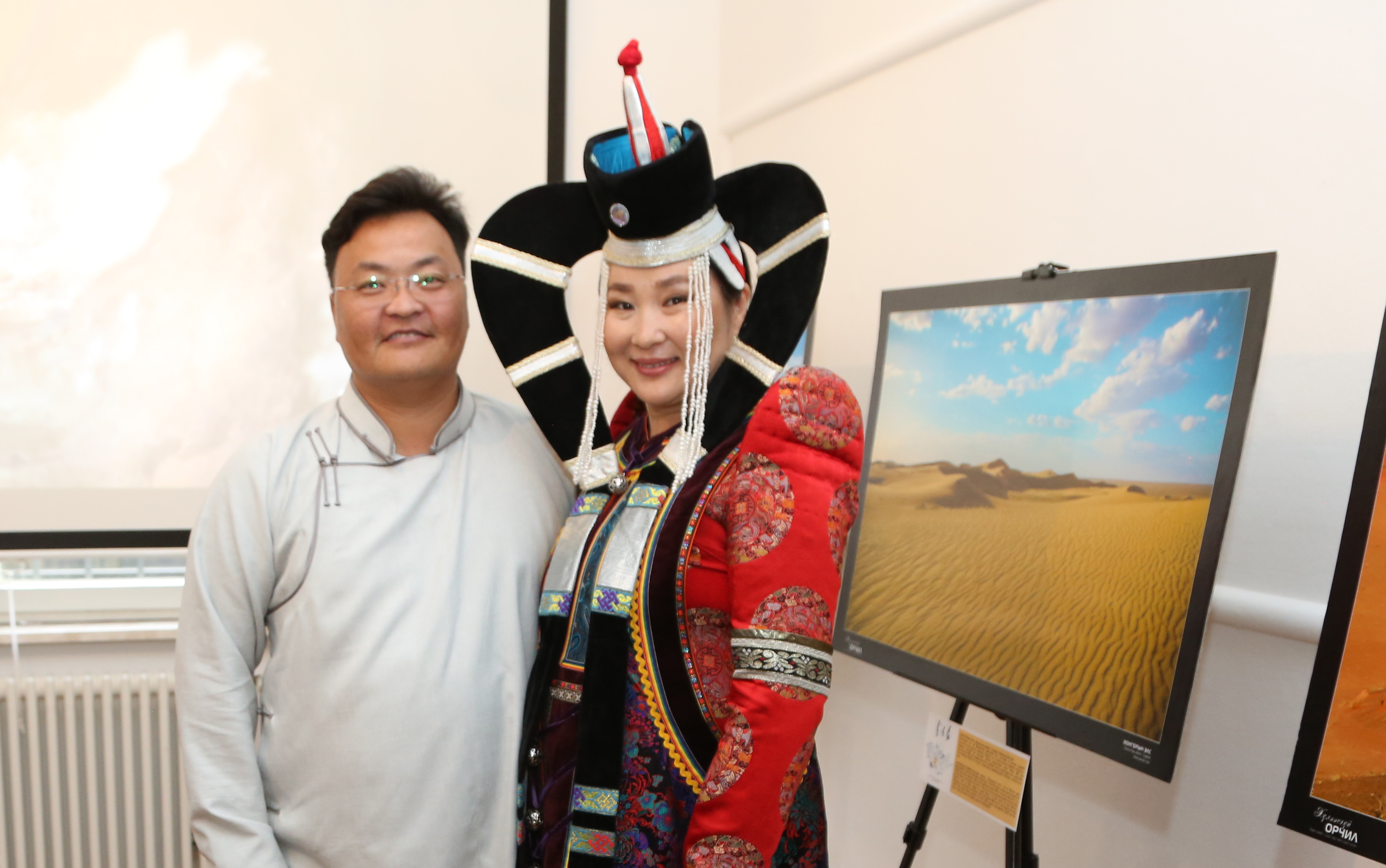"""""""Хүлээсгүй орчил"""" үзэсгэлэнгээр Монгол орноо сурталчилж байна"""