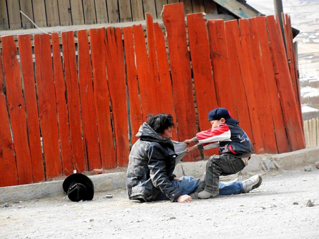 Дэлхийг донсолгосон 31 зурагны хоёрыг нь Монголд авчээ