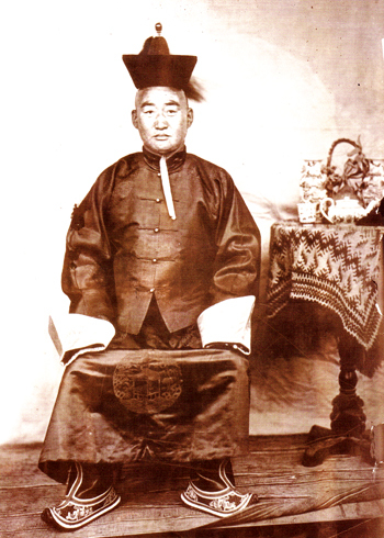 Эрдэнэ Дайчин Чин Ван Ханддоржийн түүхэн намтар