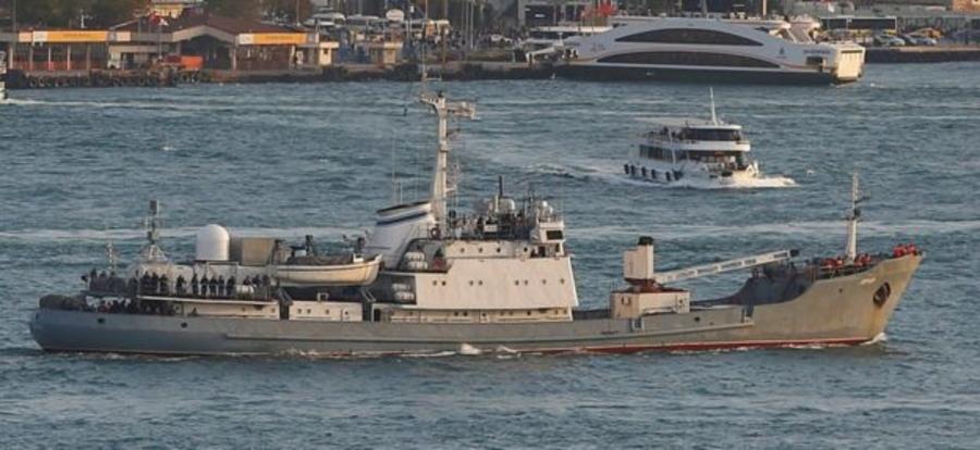 Оросын тагнуулын хөлөг онгоц Туркийн ачааны хөлөг онгоцтой мөргөлдөн живжээ