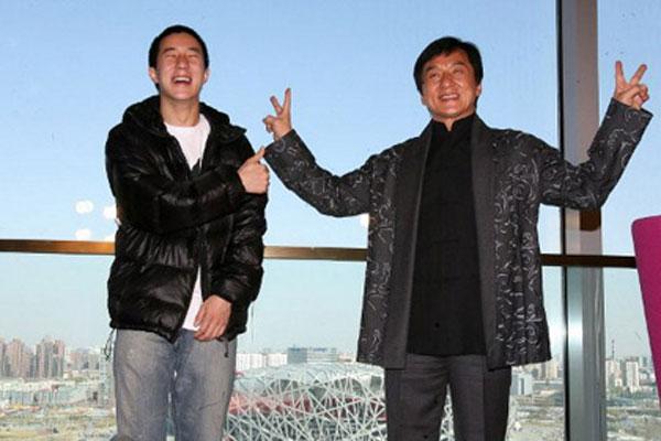 Жэки Чан хүүгийнхээ өмнөөс уучлал гуйв