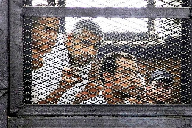 Египетийн шүүх гурван сэтгүүлчийг шийтгэв