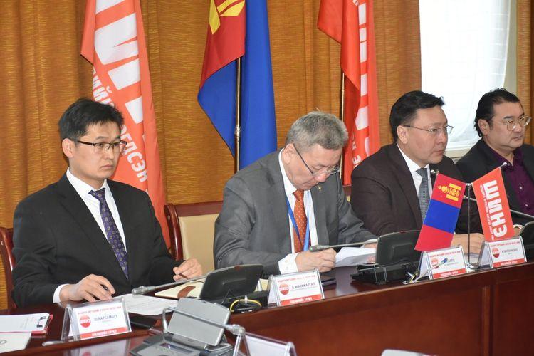 Монголд ослын буулт хийсэн онгоцыг засварлах нэмэлт хүч ирнэ