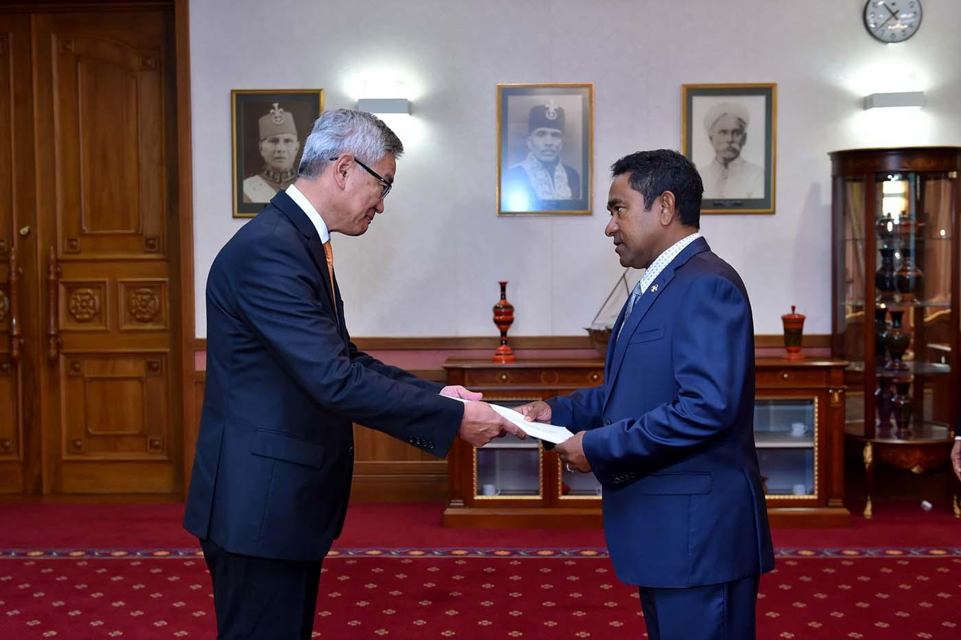 Элчин сайд Г.Ганболд Мальдавын ерөнхийлөгчид ИЖБ барив