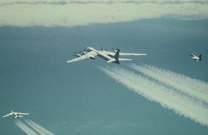 БНХАУ-ын бөмбөгдөгч онгоцууд Японы агаарын хилд ойртон очжээ