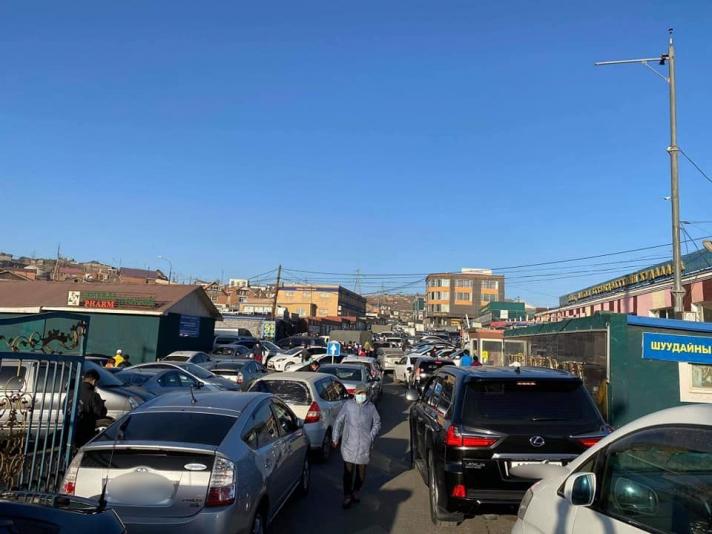 ФОТО: Томоохон худалдааны төвүүдийг чиглэсэн автозамуудад ачаалал их байна
