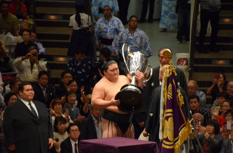 Озэки Гоэйдо 15 давж эзэн хааны цом хүртлээ