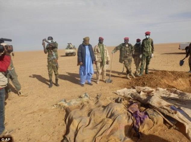 Сахарын цөлөөс ангаж үхсэн 18 хүний цогцос олджээ