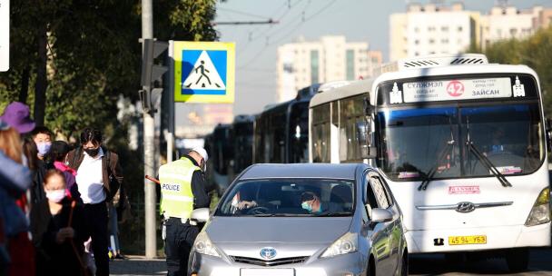 Автобусны буудал дээрх машины мэдээллийг E-police аппликэйшнд илгээнэ