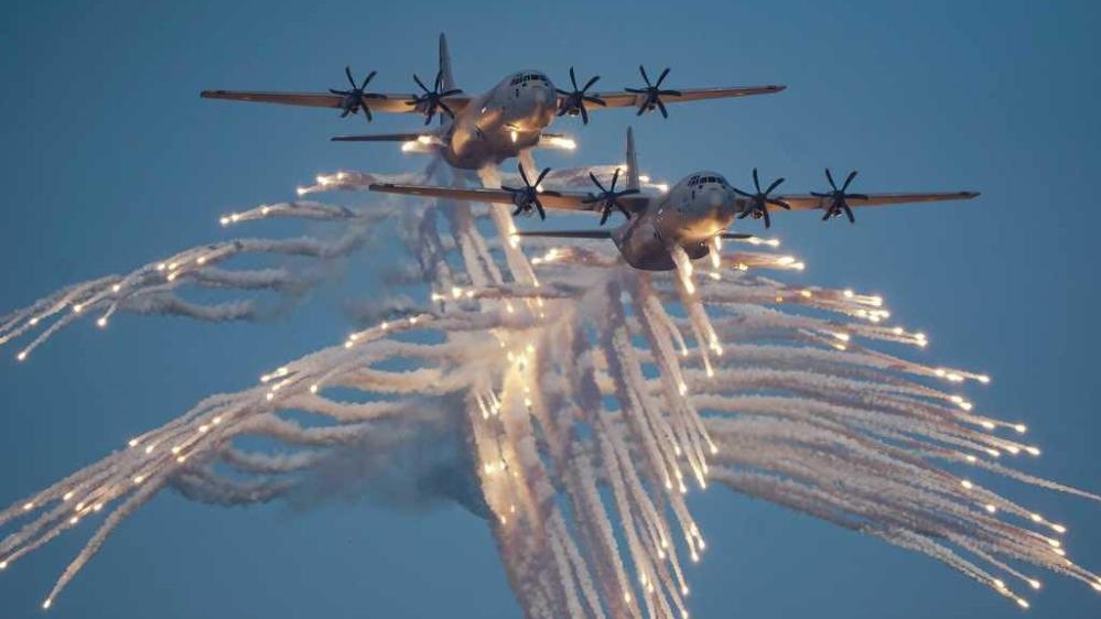 Катар улс үндэснийхээ баярын өдрөөр цэргийн сүр хүчээ гайхуулж байна