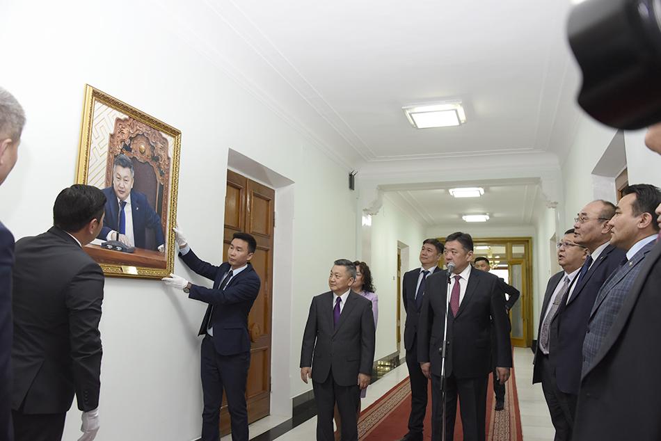 З.Энхболдын хөрөг зургийг Төрийн ордонд байрлууллаа