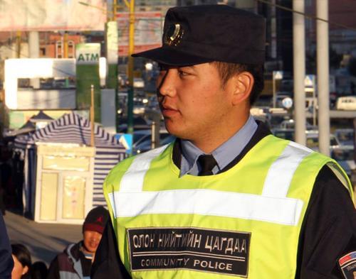 Бичлэг: Хурган дарга цагдаагийн эсрэг