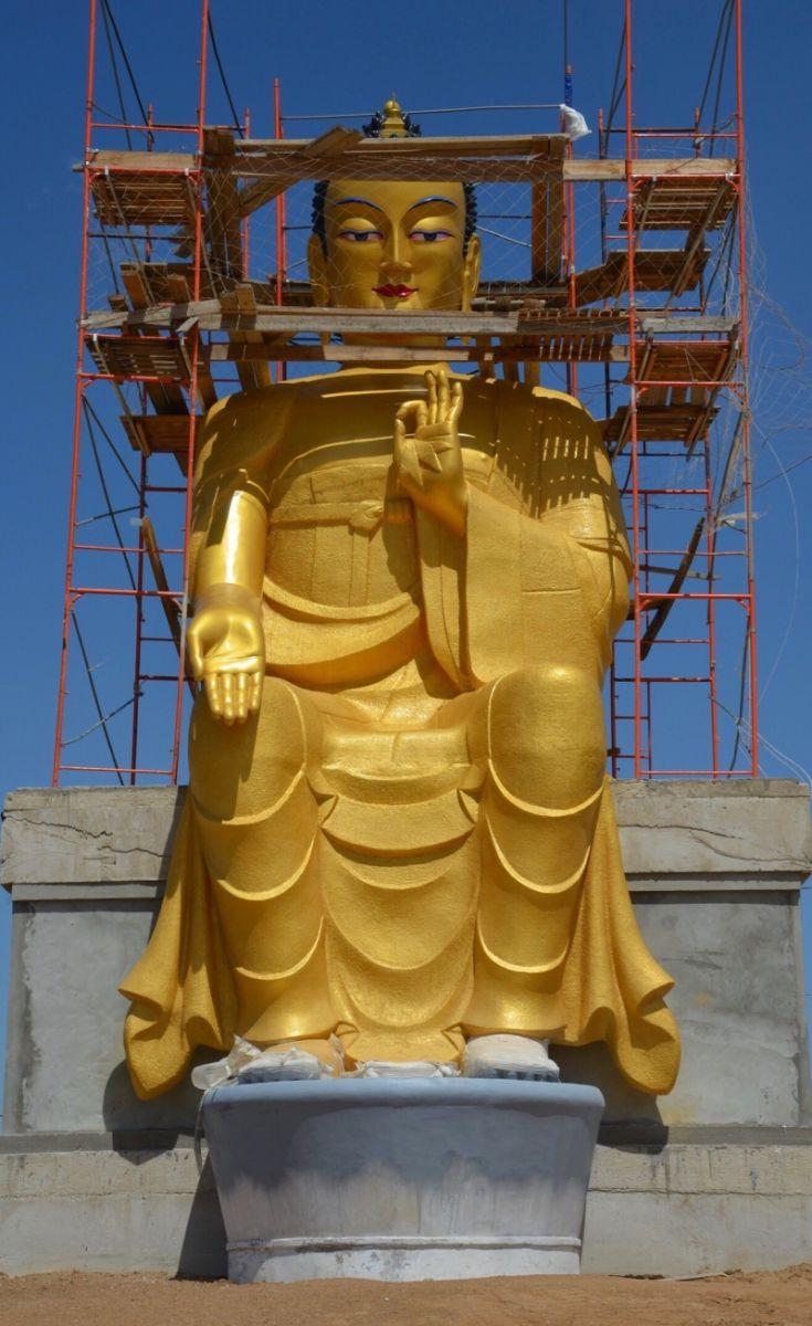 Халимагт 15 метр өндөр Буддын хөшөө барьж байна