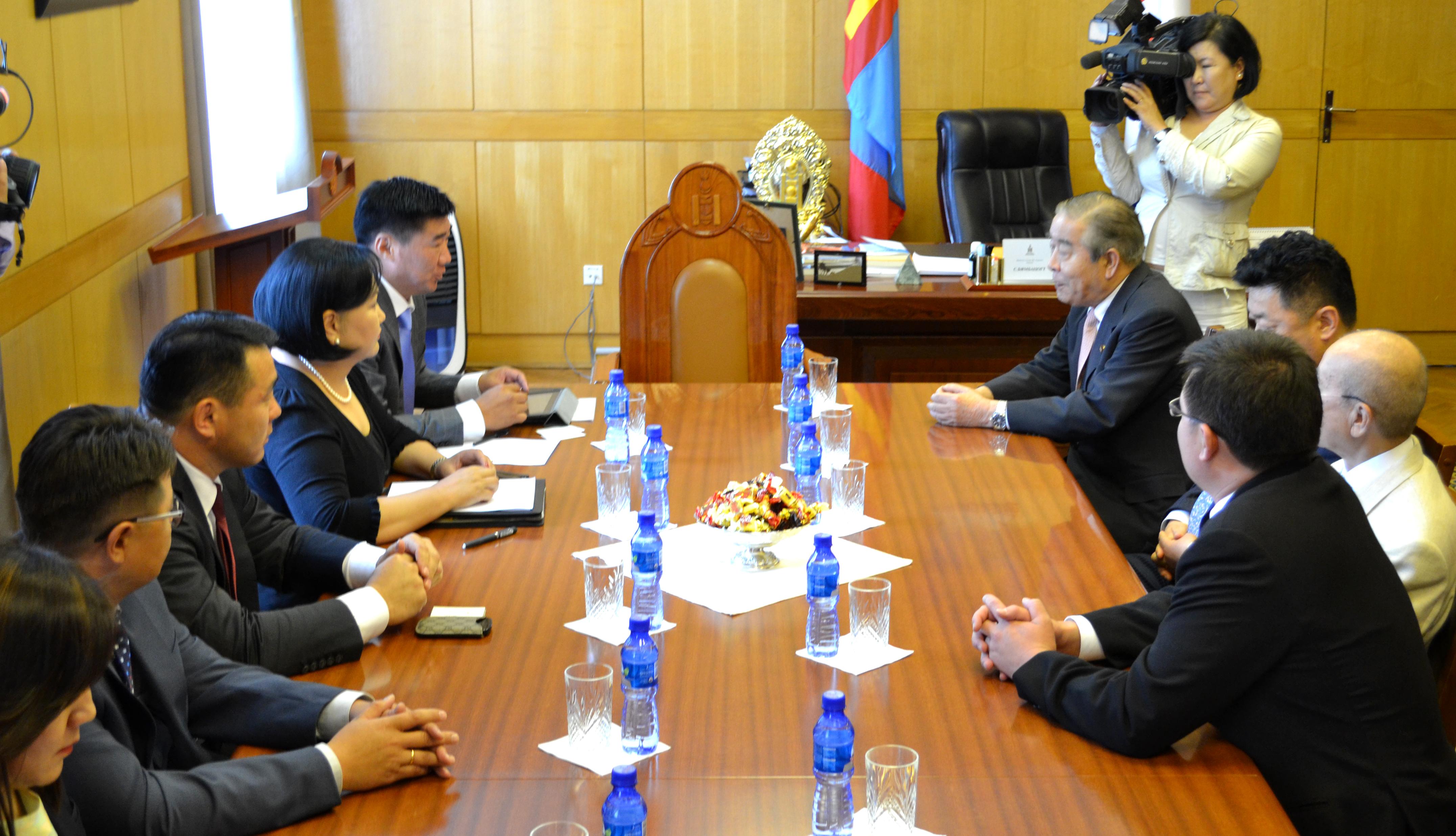 МАН-ын бүлгийн дарга С.Бямбацогт Японы парламентын төлөөлөгчдийг хүлээн авч уулзав
