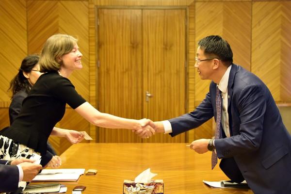 НББСШУ-ны байнгын хорооны дарга АХБ-ны Монгол дахь Суурин төлөөлөгч Ёландо Фернандез Ломмен тэргүүтэй төлөөлөгчдийг хүлээн авч уулзав