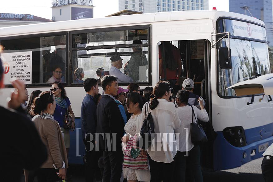 """Насжилтгүй болсон 800 автобусаа """"тэтгэвэрт"""" гаргая"""