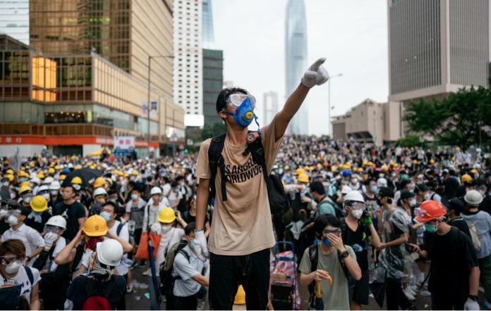 Хонконгийн залуус дахин эсэргүүцлийн жагсаал хийлээ