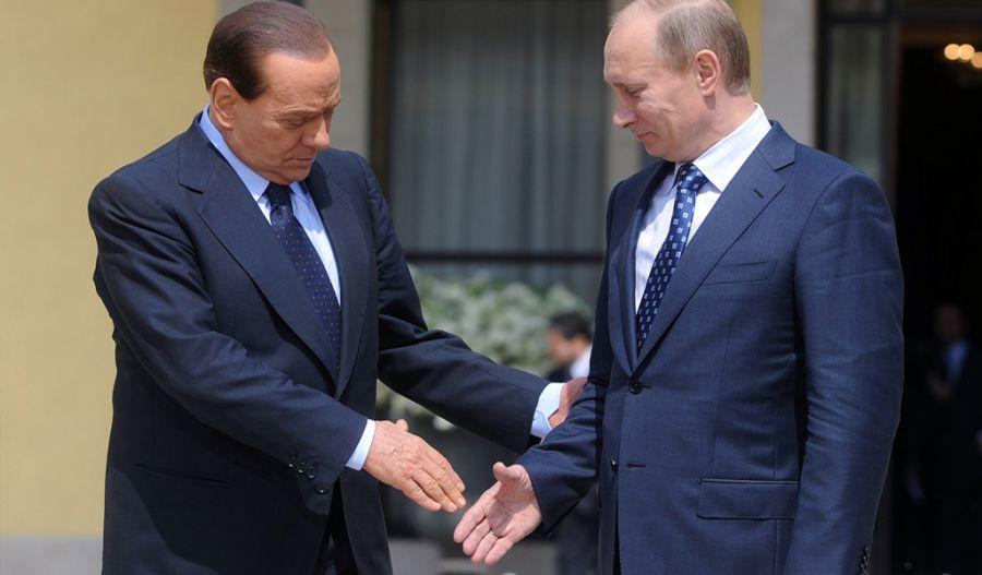 В.Путин Ромын нисэх онгоцны буудалд Сильвио Берлусконитой уулзжээ