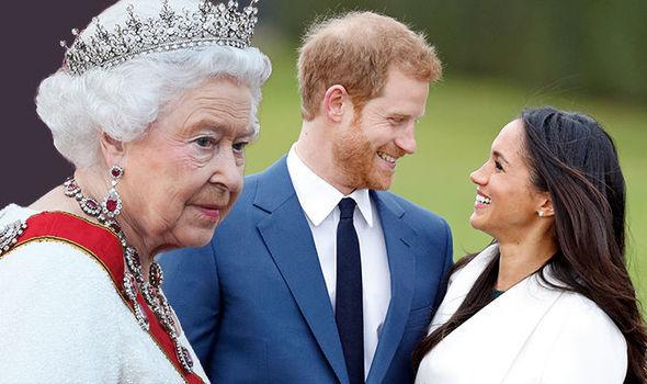 Хатан хаан ач хүүдээ харш бэлэглэлээ