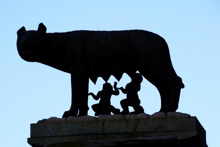 Ромд чонын сүү хөхөж өссөн хааных гэх бунхныг нээлээ