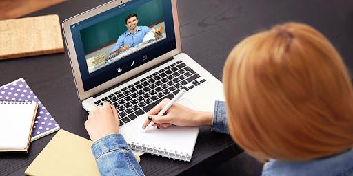 Унгар улсын сургуулиуд цахимаар хичээлээ зааж байна
