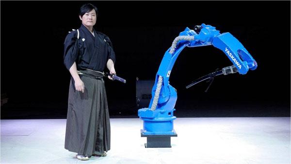 Робот самурай илдний мастерын эсрэг