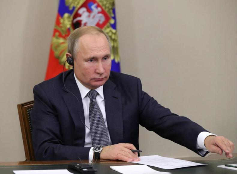 Путин бүх ухаалаг утас, компьютер дээр Оросын аппликэйшн суулгасан байх ёстой гэсэн хууль батлав