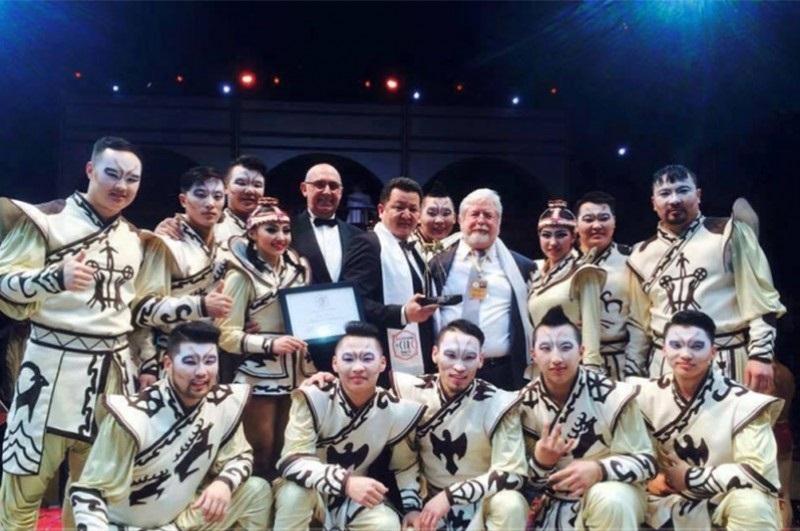 Манай улсын циркчид алтан цом хүртжээ