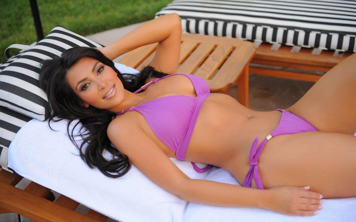 Ким Кардашьян усны хувцастай зургууд