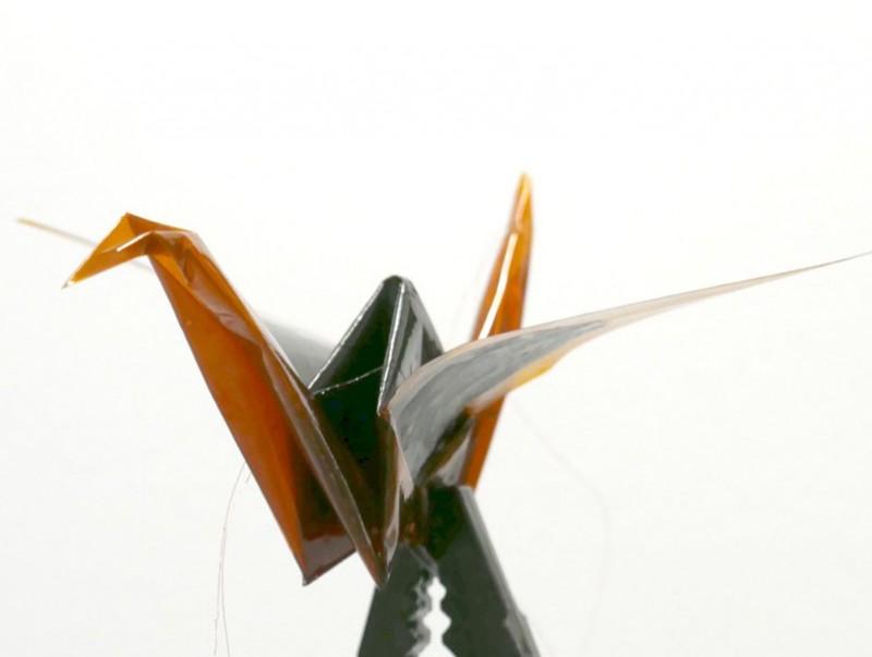Өөрөөсөө 3000 дахин их жинтэй зүйлийг өргөх чадалтай оригами-робот