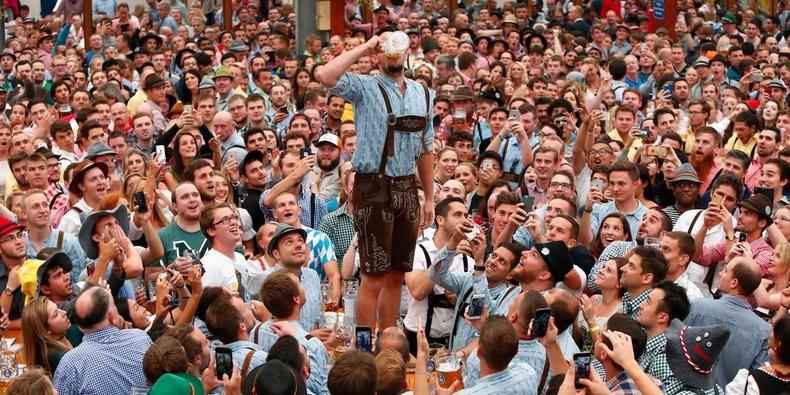 """Германчууд """"Oktoberfest"""" шар айрагны баяраа 186 дахь жилдээ тэмдэглэж байна"""