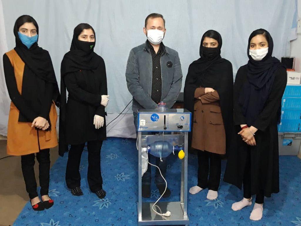 Афган охид автомашины эд ангиар амьсгалын аппарат бүтээжээ