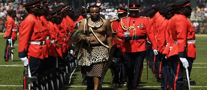 Африкийн сүүлчийн хэмжээлшгүй эрхт хаант улс нэрээ солив