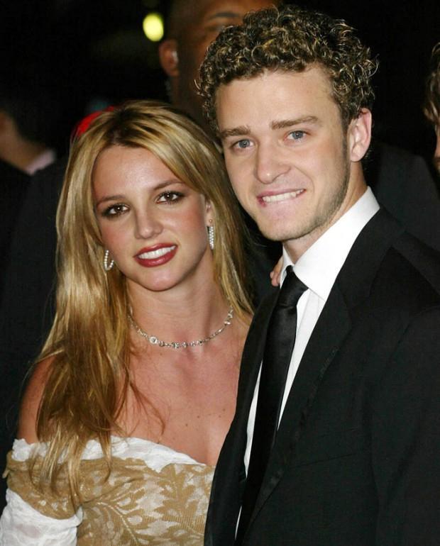 Жессика Бил нөхрөө Бритни Спирстэй хардав