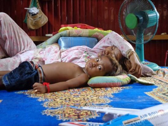 """Камбожийн """"шидэт"""" хүү 1000 гаруй хүнийг эмчилжээ"""