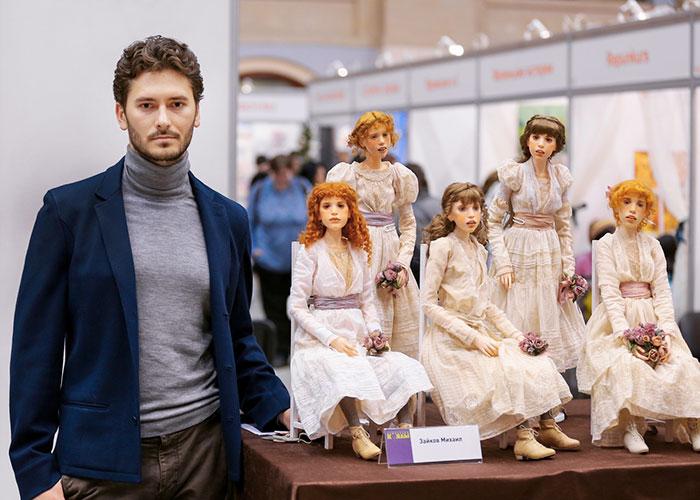 Орос залуугийн урласан бодит мэт хүүхэлдэйнүүд
