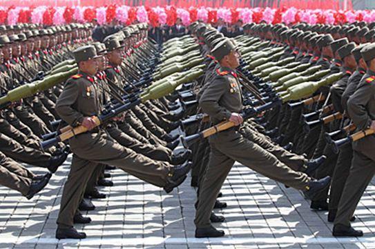 БНАСАУ-ын хэвлэлийнхэн цэргийн сургуулийг зэмлэж байна