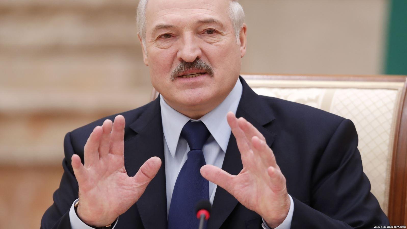 Беларусийн ерөнхийлөгч тахлаас сэргийлэхэд архи, хоккей, саун гурав үр дүнтэй болохыг өөрийн иргэдэд зөвлөжээ