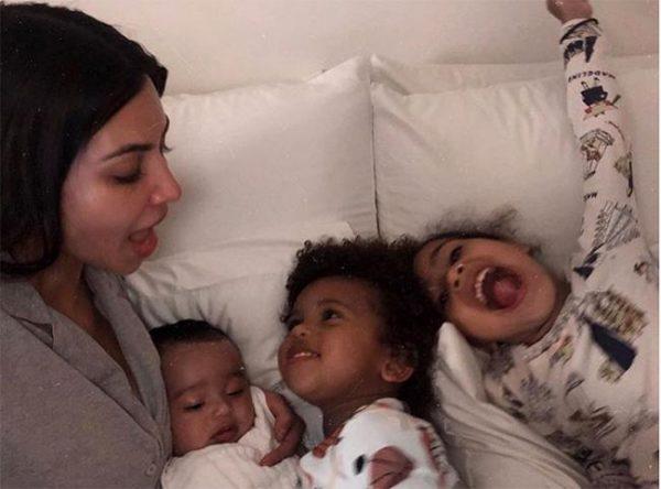 Ким Кардашьян хүүхдүүдээрээ гангарчээ