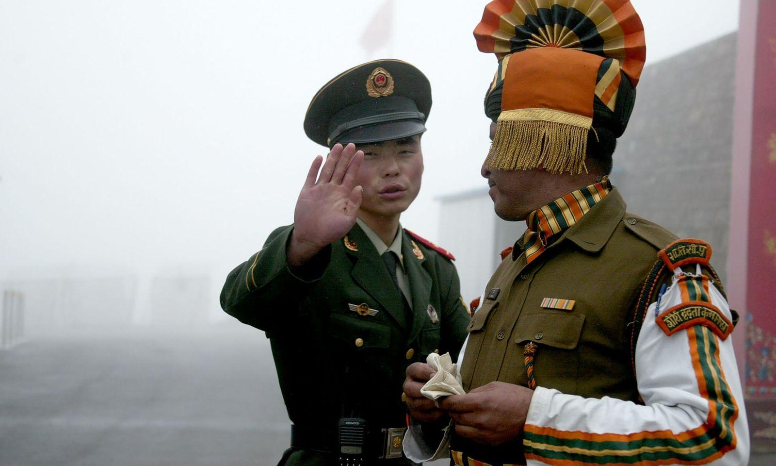 Энэтхэг-Хятадын хилийн маргаантай бүсэд болсон мөргөлдөөний үеэр Энэтхэгийн талаас 20 цэрэг амь үрэгджээ