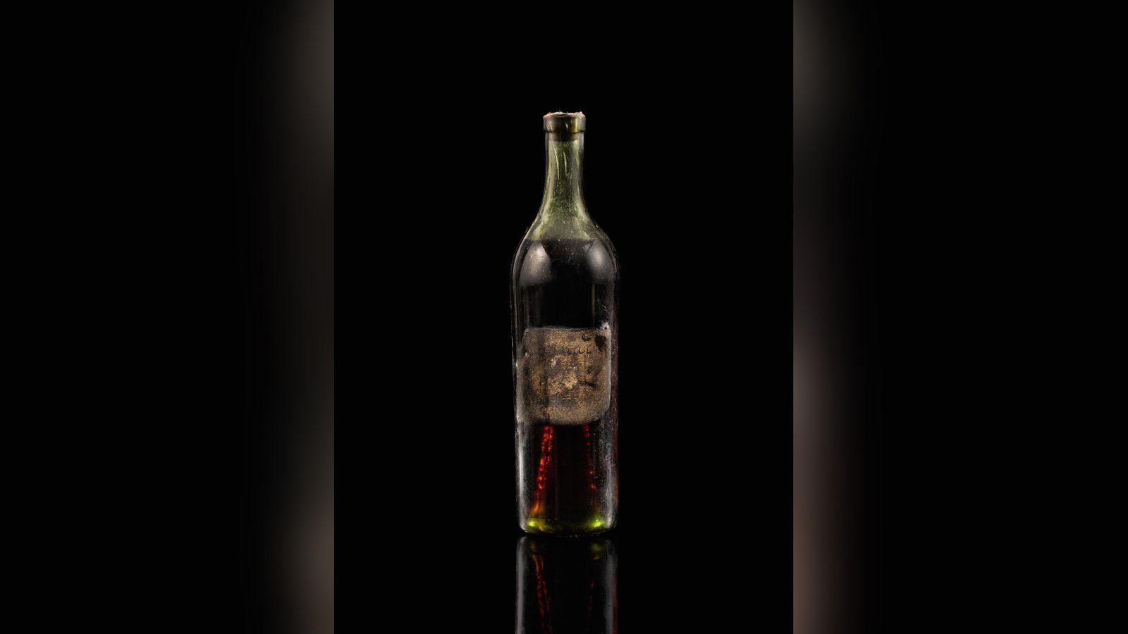 Францад болсон дуудлага худалдаанд 1762 оны коньяк $146,000-аар зарагджээ
