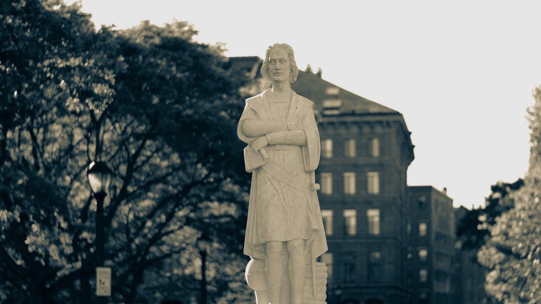 Арьс өнгөний үзлийн эсрэг тэмцэгчид Бостон хот дахь Христофор Колумбын хөшөөний толгойг тасджээ
