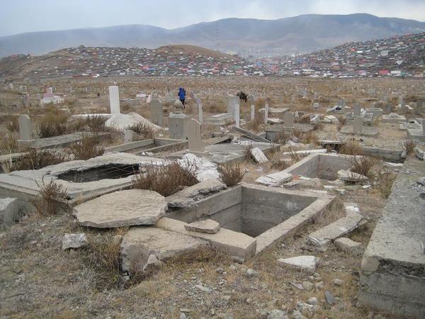 """Талийгчдаа тайван нутаглуулах """"мэдэлгүй"""" Монголчууд"""
