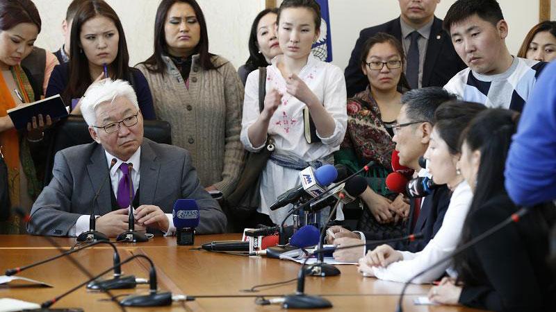 Э.Бат-Үүл өвөр монгол иргэдээс уучлал гуйлаа