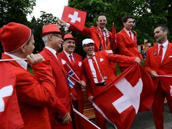 Швейцари улс иргэн бүртээ сард 2250 еврогийн тэтгэмж өгч магадгүй